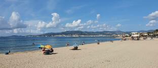 Fast menschenleerer Strand auf Mallorca: Europas Wirtschaft läuft noch lange nicht auf vollen Touren, und das drückt auf die Preise.