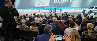 Aktionäre auf der Daimler-Hauptversammlung 2019