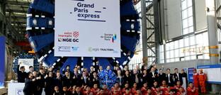 """Übergabefeier für zwei Erddruckausgleichsmaschinen der China Railway Engineering Corporation: Sie werden für Europas größtes Verkehrsprojekt """"Grand Paris Express"""" eingesetzt, die Finanzierung erfolgt über Green Bonds."""