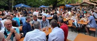 Großer Besucher-Andrang im Augustiner Keller im Juli 2017:Dieses Jahr musste der Biergarten coronabedingt schließen. Den Einnahmenausfall wollte der Wirt von seiner Versicherung erstattet haben.