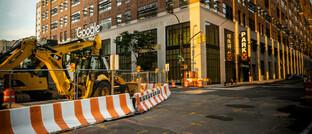 Dringend reparaturbedürftige Straße vor dem Google-Sitz in New York: Dem lange erwarteten US-Infrastrukturgesetz dürften im Jahr 2021 Republikaner und Demokraten gleichermaßen einen sehr hohen Stellenwert einräumen.