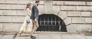 Ein Paar auf dem Weg (Symbolbild)