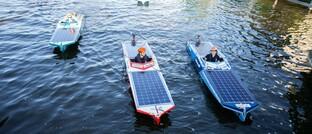 Fahrt mit Solarbooten in den Niederlanden
