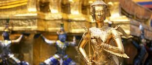 Goldene Kriegerstatue