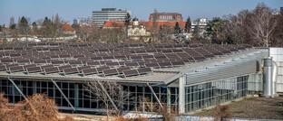 Solaranlage auf dem Dach einer Berliner Sporthalle
