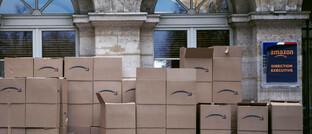 Kartons bei einem Online-Versandhändler