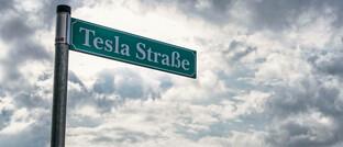 Tesla Straße und Tesla-Werk in Grünheide (Mark) in Brandenburg