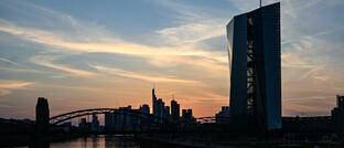 Frankfurter Skyline mit dem EZB-Turm im Vordergrund