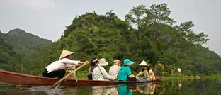 Ruderboot mit Touristen