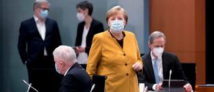 Bundeskanzlerin Angela Merkel vor einer Sitzung des Bundeskabinetts