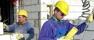 Handwerker beim Hausbau
