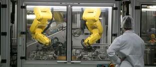 Roboter in einem Medizintechnik-Unternehmen