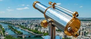 Fernrohr auf dem Eiffelturm in Paris