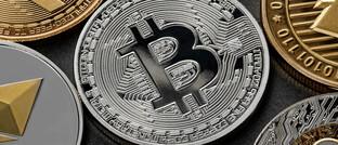Symbolisch geprägte Krypto-Münzen