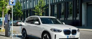 BMW iX3 an Ladesäule
