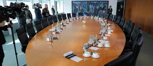 Leerer Sitzungssaal des Bundeskabinetts
