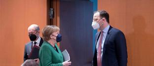 Jens Spahn, Angela Merkel und Olaf Scholz (v.r.) vor einer Kabinettssitzung im Berliner Kanzleramt