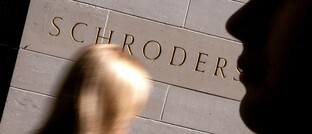Schroders-Schriftzug am Londoner Hauptsitz der Gesellschaft