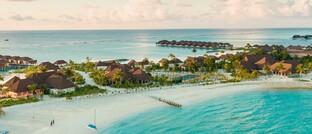 Ein Strand-Ressort auf den Malediven