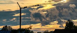 Baukran und Solardächer