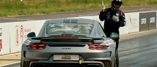 Porsche bei einem Autorennen in Moskau