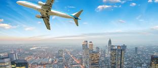 Flugzeug über Frankfurt
