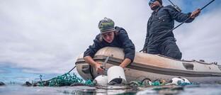 Plastiksammelboot auf dem Nordpazifik