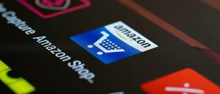 Symbol der Amazon-App auf einem Smartphone-Display