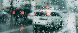 Autofahrt im strömenden Regen