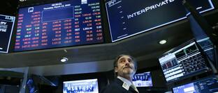Banger Blick eines Wall-Street-Händlers auf die Kurse