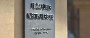 Schild an der Börse Frankfurt