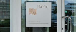 Türschild der Bundesanstalt für Finanzdienstleistungsaufsicht am Standort Bonn