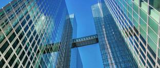Bis vor Kurzem gehörten die Highlight Towers noch zum offenen Immobilienfonds Hausinvest der Commerz Real. Der Verkauf an die Family Offices Imfarr und SN Holding war eine von drei Großtransaktionen am Münchner Büromarkt im ersten Halbjahr 2021.
