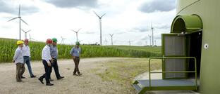 Ministerbesuch in einem Windpark in Brandenburg