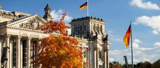 Der Berliner Reichstag im Herbst