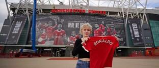 Manu-Fan mit neuem Ronaldo-Trikot