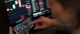 Bei der Strategie Candriam Absolute Return Equity Market Neutral werden Arbitrage-Positionen auf die weltweit wichtigsten Indizes eingegangen, um von den Kursschwankungen bei den regelmäßigen Neugewichtungen zu profitieren.