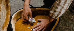 Geld im Gitarrenkoffer