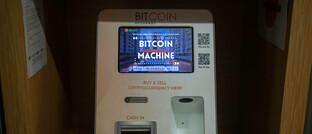 Bitcoin-Automat in einem Einkaufszentrum in Singapur