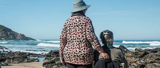 Seniorinnen am Strand