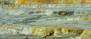 Abbau von Kupfererz im Tagebau