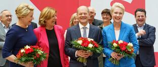 SPD-Spitze mit Kanzlerkandidat Olaf Scholz (M.)