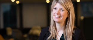 Caroline Hedges steigt bei Aviva Investors auf