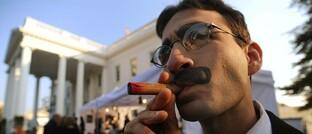 Groucho-Marx-Double vor dem Weißen Haus