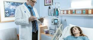 Visite in Krankenhaus-Einzelzimmer