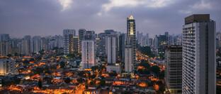 Morgendämmerung in São Paulo, Brasilien