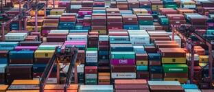 Container im Hafen von Hongkong